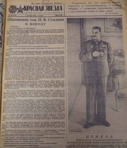 Titelseite einer russischen Zeitung mit großem Portrait von Josef Stalin