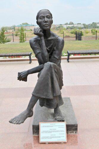 """Skulptur """"Kampf und Hoffnung"""""""